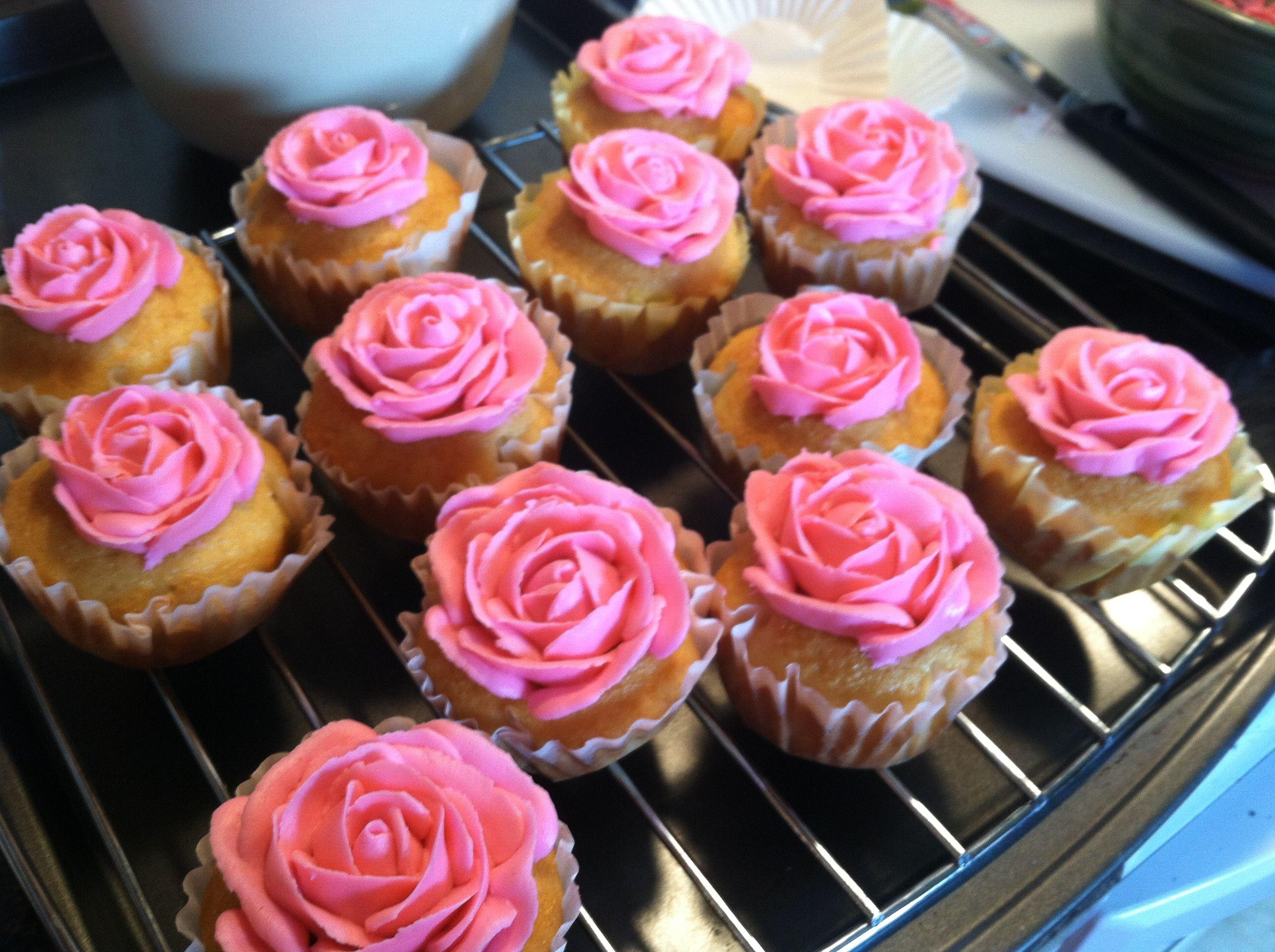My rose cupcakes <3 Wilton gel hot pink food coloring works ...