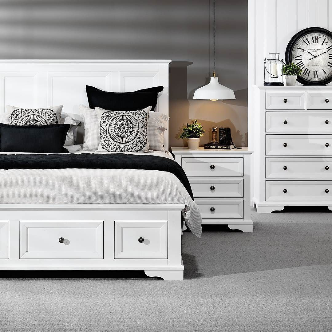 Best Timeless With A Modern Twist Quebec Queen Suite Bedroom 400 x 300