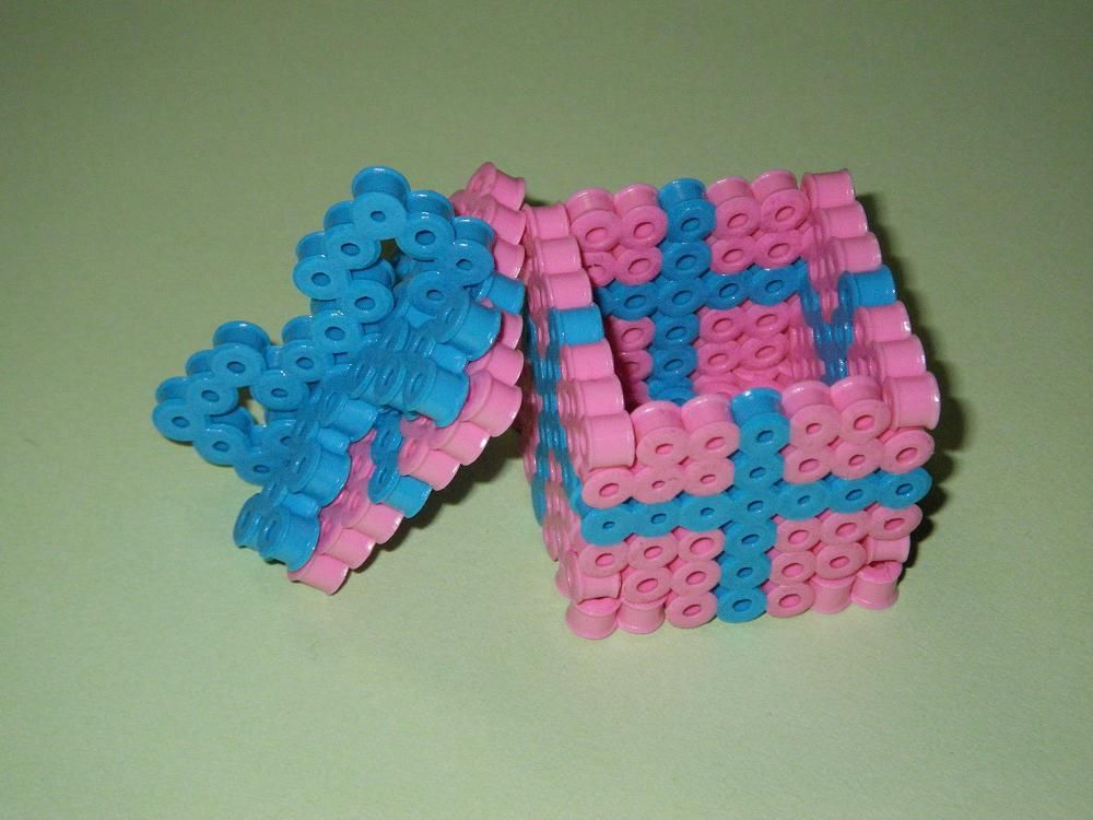 DIY 3D Gift box  perler beads - Photo tutorial