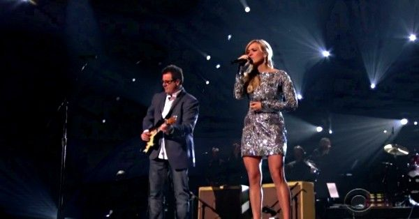 "Carrie Underwood & Vince Gill Sing ""How Great Thou Art"" 