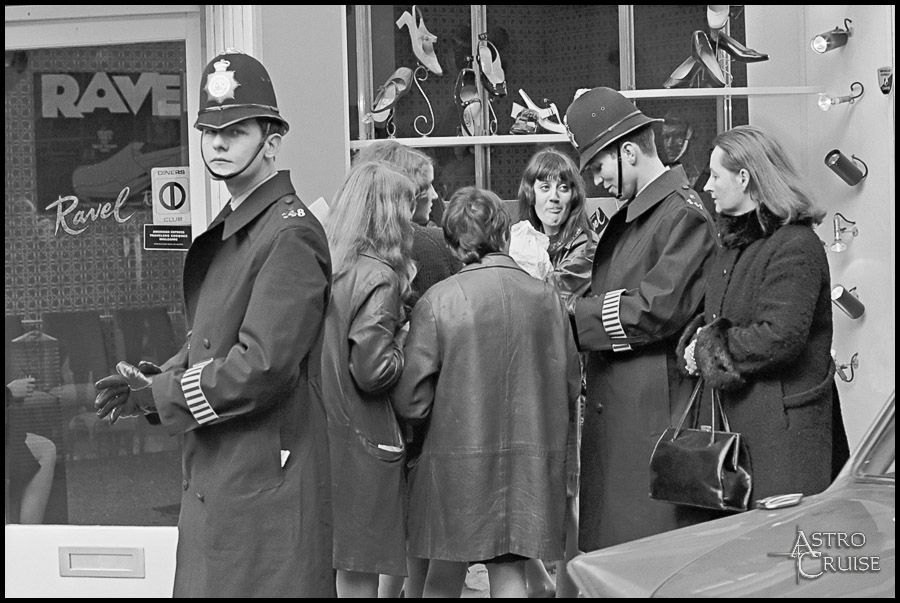Fascinating Photos Of London In 1966
