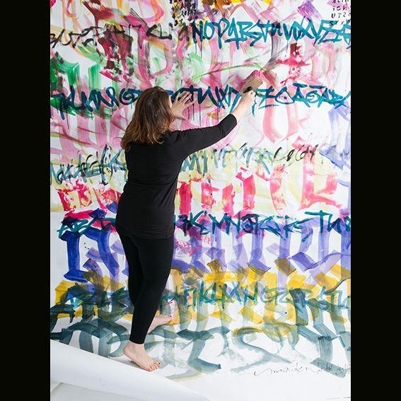Graffiti style writing on photoshoot ( props ). Graffiti tyylistä kirjoitusta valokuvaamon taustaan