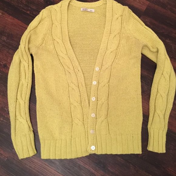 Yellow cardigan (old navy) V neck button down cardigan. Yellowish in color. Little thicker, very comfortable. Good condition. Old Navy Tops