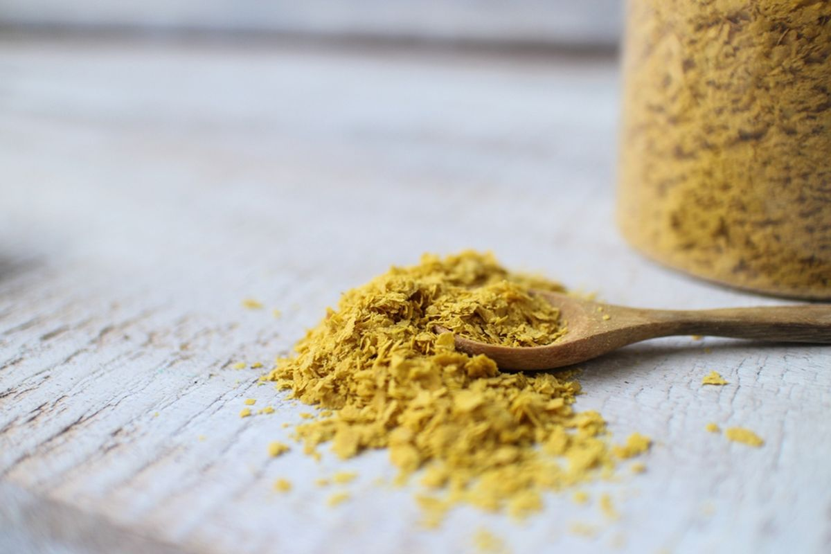 What Is Nutritional Yeast And How Do You Use It Nutritional Yeast Benefits Vegan Cheese Substitute Nutritional Yeast