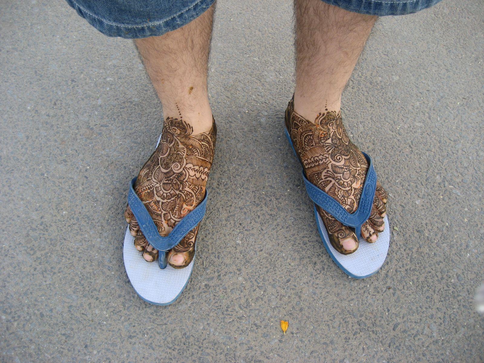 Mehndi Ankle Boots : Groom feet legs mehndi henna designs bridegroom