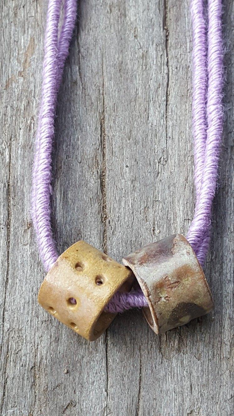 C O L E C C I Ó N I N C O N D I C I O N A L Temporada de lilas - morados .. cerámica acompañada de embarrilados de hilados de lino hecho a mano con dedicación. www.facebook.com/ceramicamanoschilenas/ www.instagram.com/ceramicamanoschilenas/