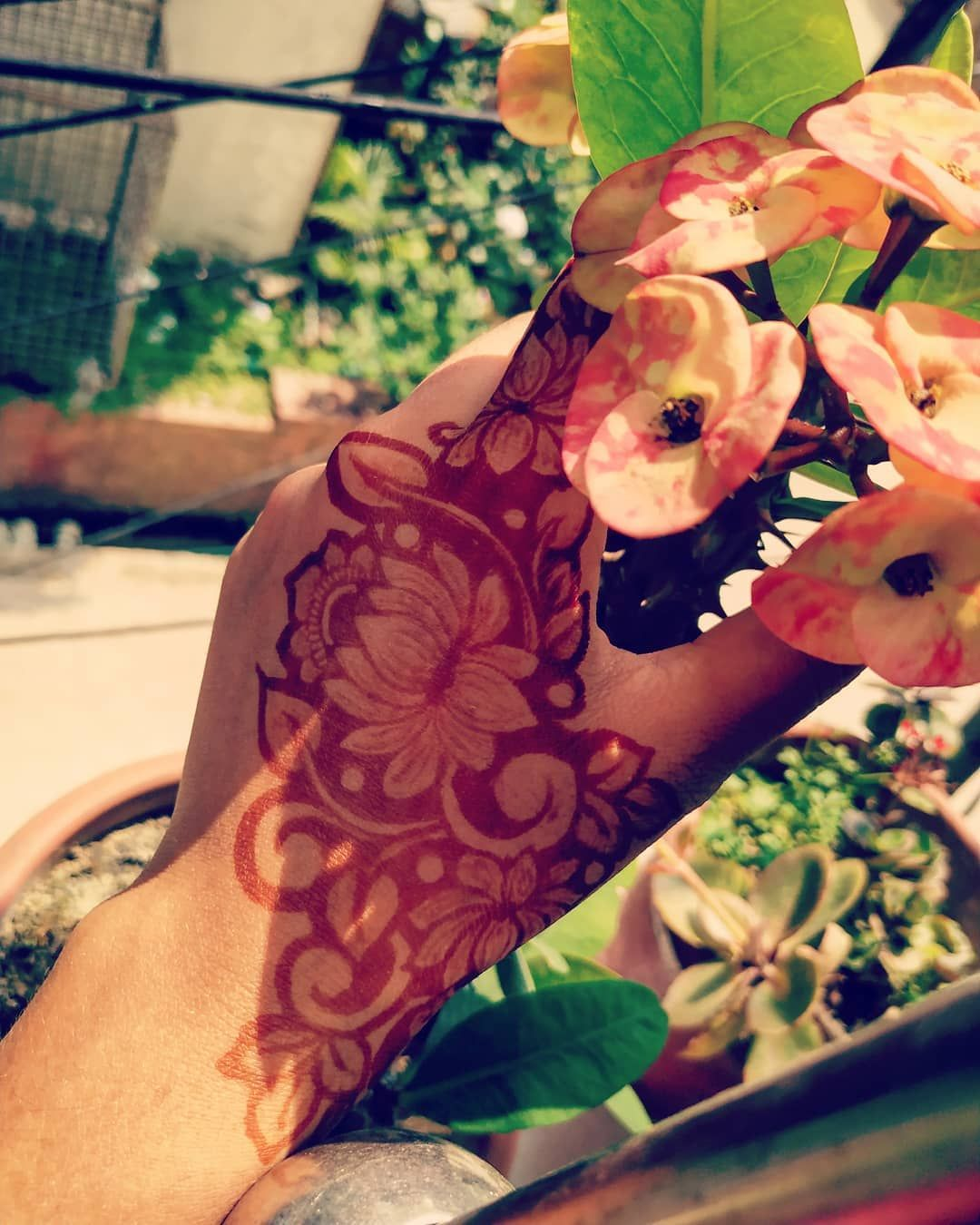 PinterestKubra Yousuf (With images) Hand mehndi