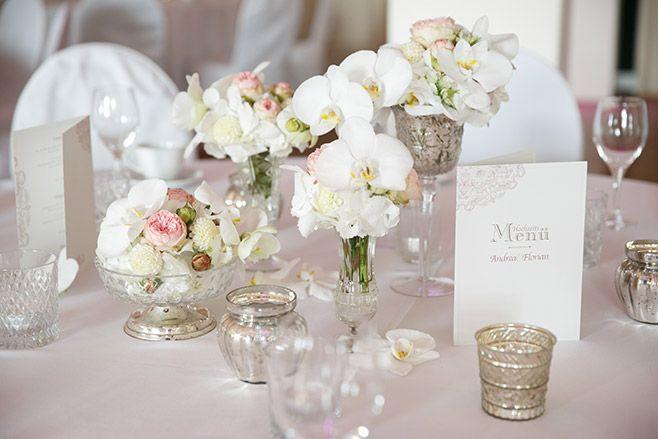 Tischdekoration Mit Weissen Orchideen Und Vintage Vasen Von Floristin