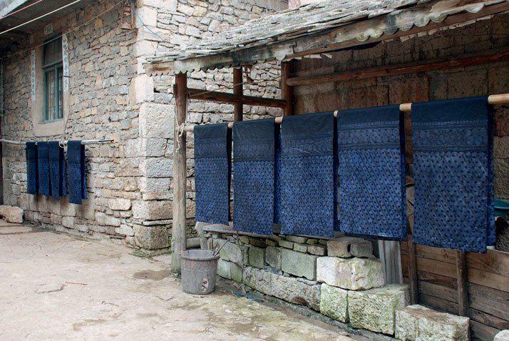 la couleur bleu indigo son histoire son application en d coration int rieure et chez les. Black Bedroom Furniture Sets. Home Design Ideas