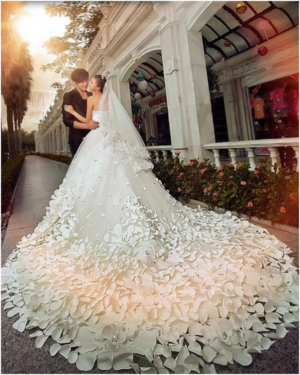 Dress Smock Quality Effect Directly From China Floor Suppliers 2017 Fashion Luxury Handmade Petals Crystal Long Train Wedding