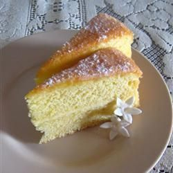 Ultimate sponge cake - no fat, but comments say it stays fresh for days...