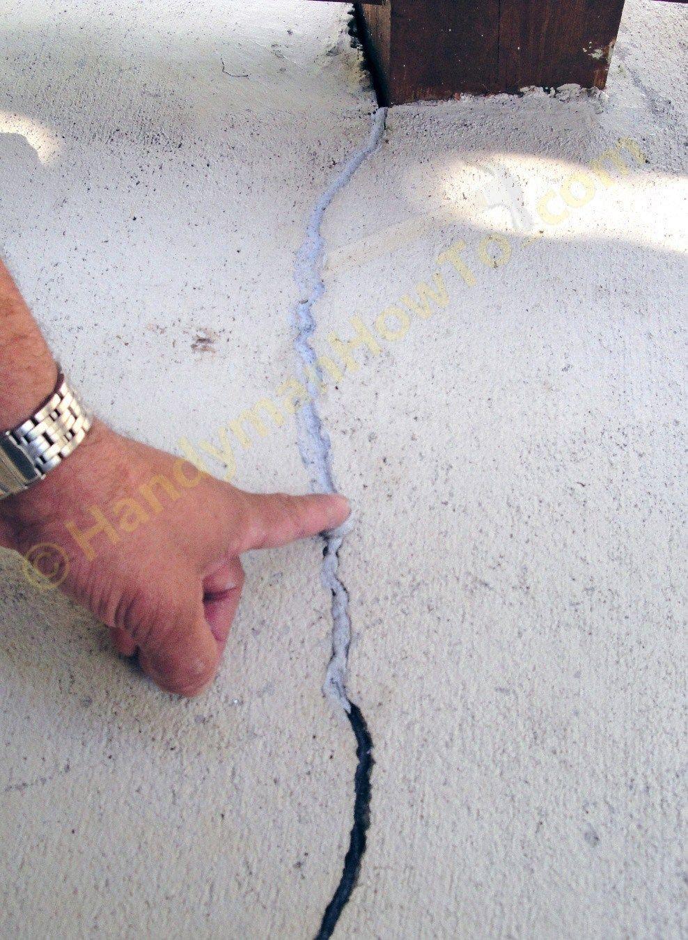 Smooth The QUIKRETE 8620 Caulk Into The Concrete Crack