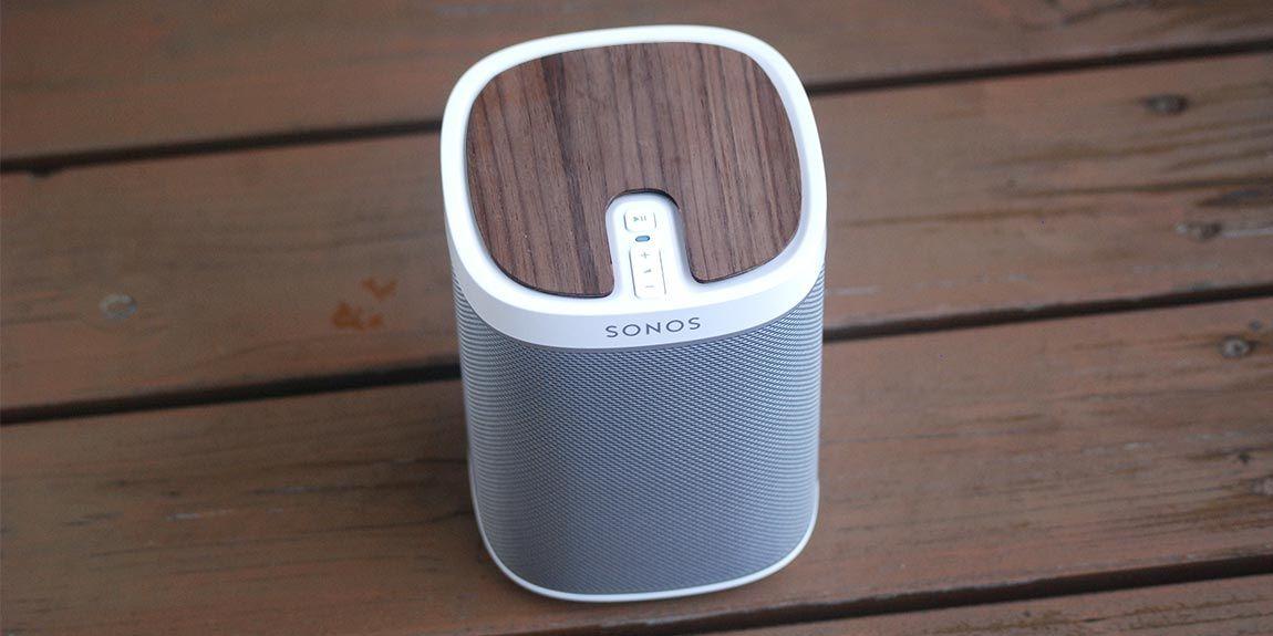 Sonos Play 1 im wunderschönen, rustikalen Holz-Look, passend zu deinem Holzfußboden oder deiner Almhütte in den Bergen.   Made with love by Playstyler®.