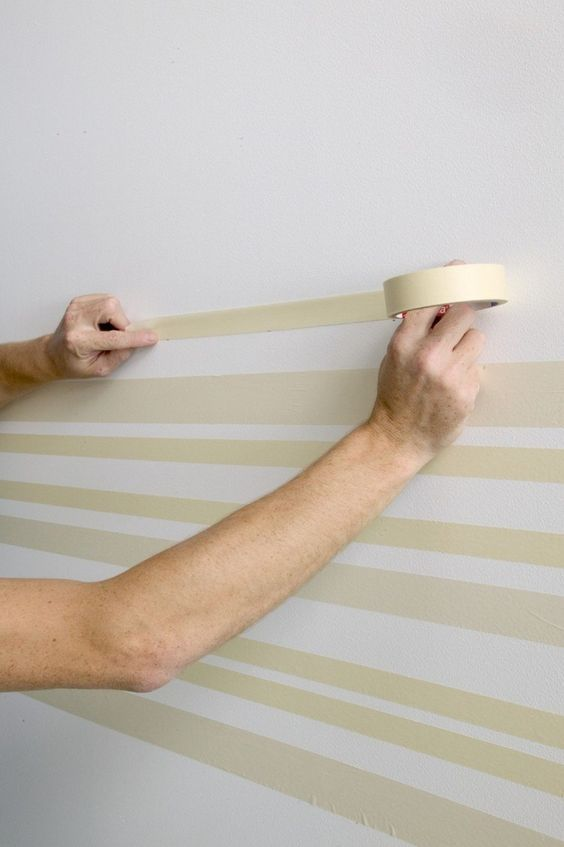 streifen mit malerband an der wand streichen malern pinterest w nde streichen wand. Black Bedroom Furniture Sets. Home Design Ideas