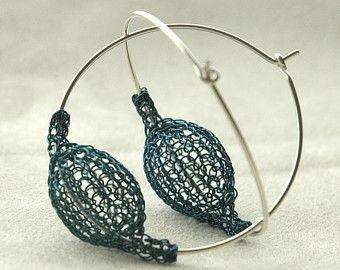 Silver extra large hoop earrings handmade wire bead por Yoola