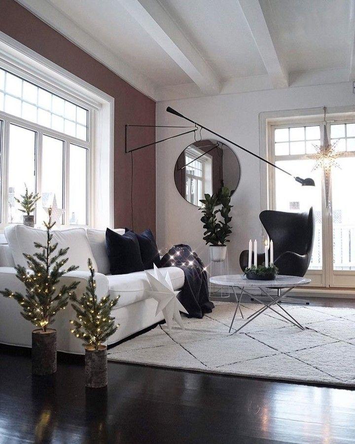 A peak of true minimalistic Scandinavian Christmas decoration. Perfect simplicity.  Photocredit @mittlillehjerte #aytm #aytmdesign #newnordic #circummirror #roundmirror #Scandinavianhomes #scandinaviandesign #christmasishere #christmasdecoration #thattimeofyear #danishdesign #stilleben #indretningsinspiration #interiorinpo #homeadore #nordichomes #uniquestyle