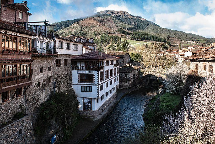 A View From The Potes Bridge By Max Rewinski On 500px España Viajes Picos De Europa