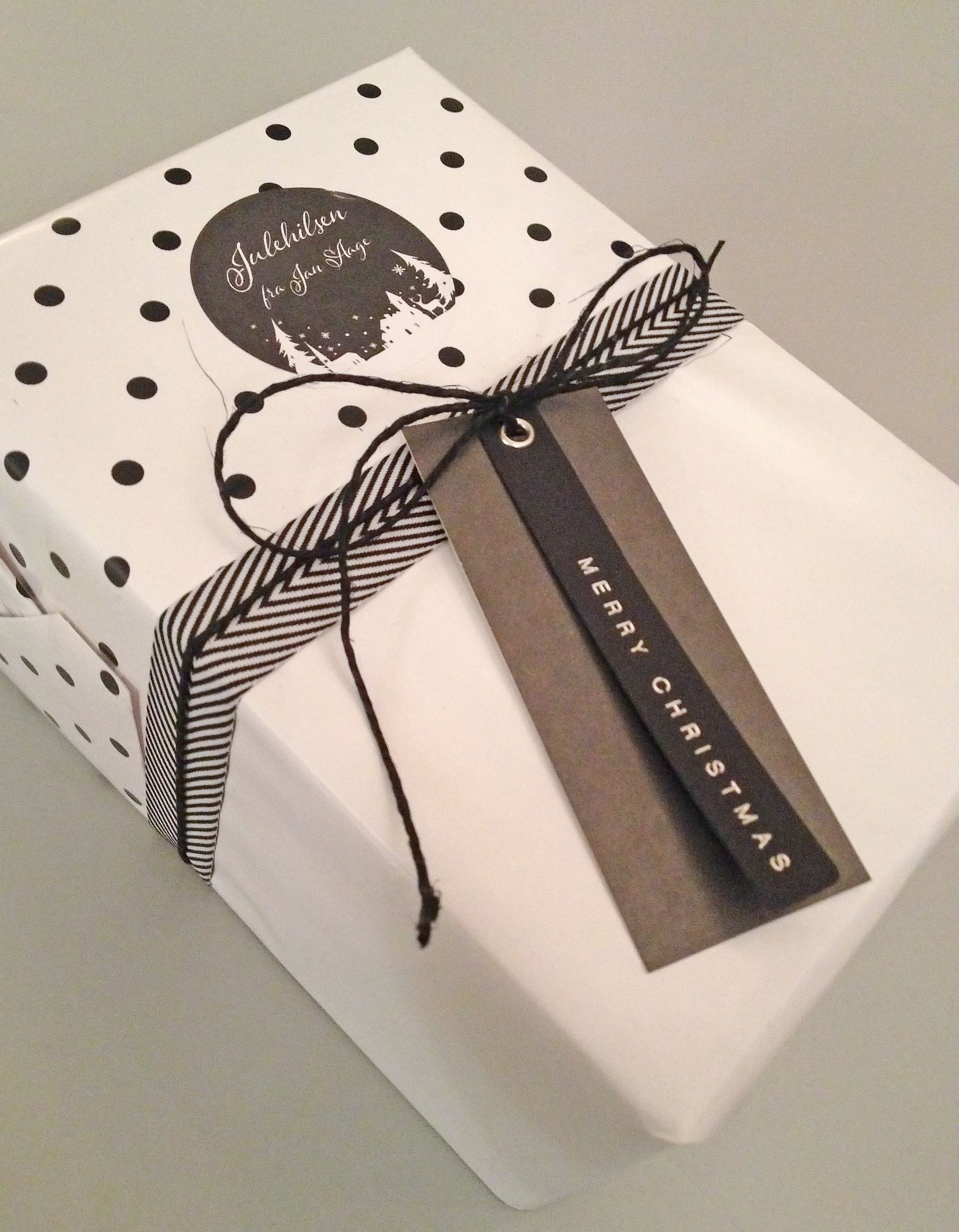 Christmas gift wrapping by Nina Th. Oppedal, Norway. | Wrapping ...