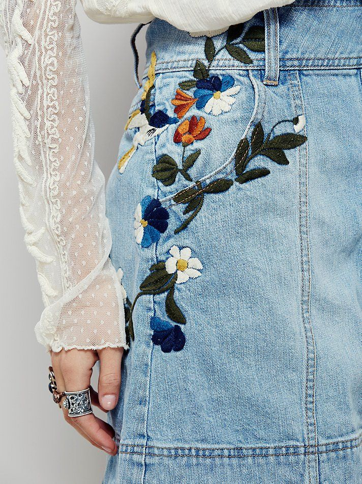 dcbf569962 Spring Fashion Womens Fashion | Inspiration Visit us For more :) Jeans With  Flowers,