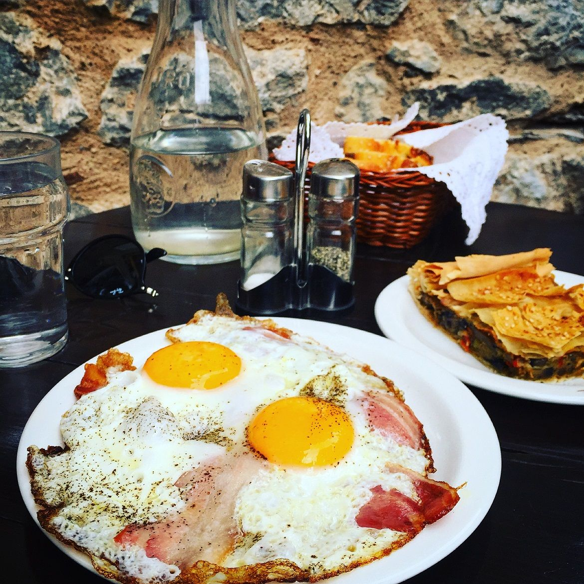 """Yummy late breakfast with eggs, bacon, plus a delicious mushroom pie at """"En Arachovi"""" easy-going little cafe"""