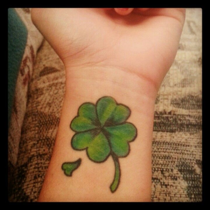 Four-leaf clover tattoo I want to put this on my back.  A little bigger with one leaf multicolored