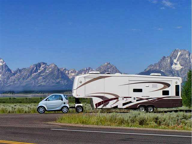 Bit Of A Size Difference Here Smart Car Horse Trailer