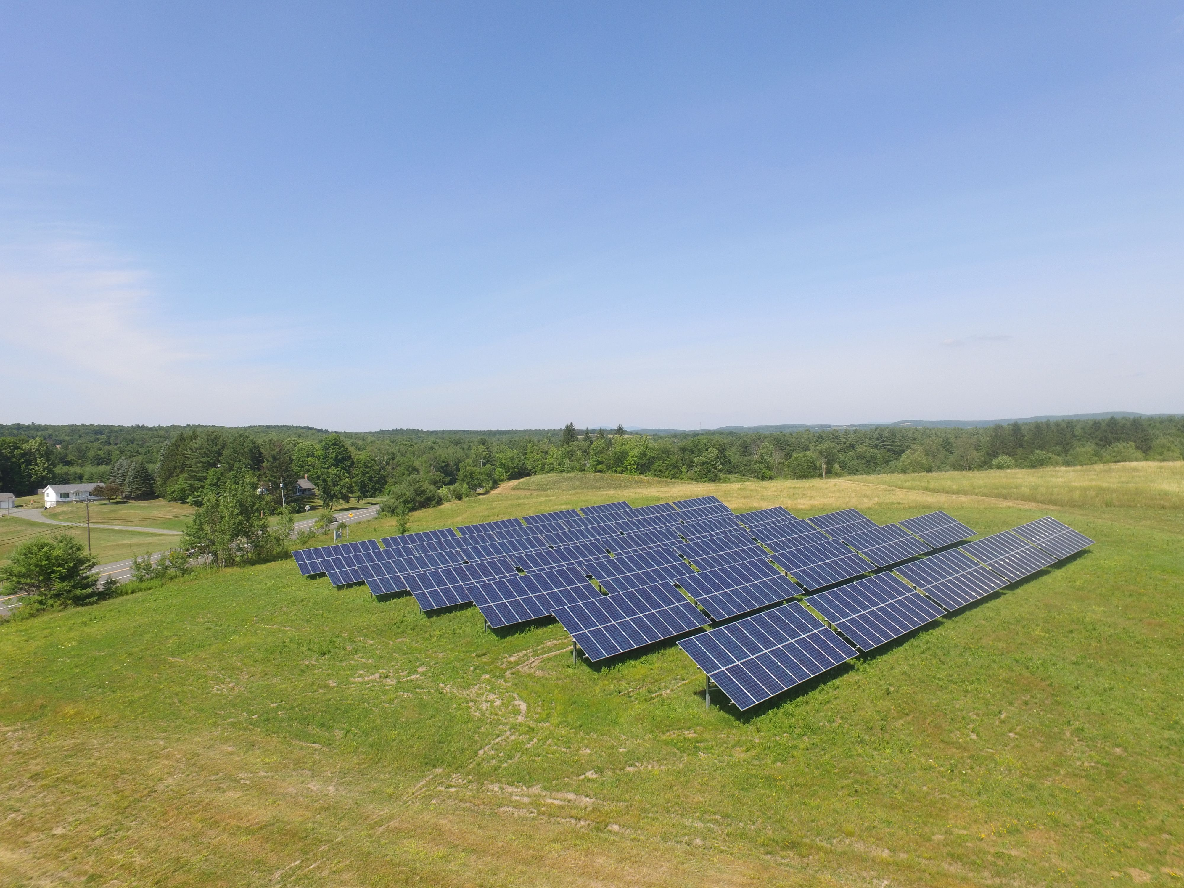 This 200kw Solar Farm Located In Johnsonville Ny Powers Albany Central School District Over 30 Miles Away Learn More Abou Solar Solar Installation Solar Farm