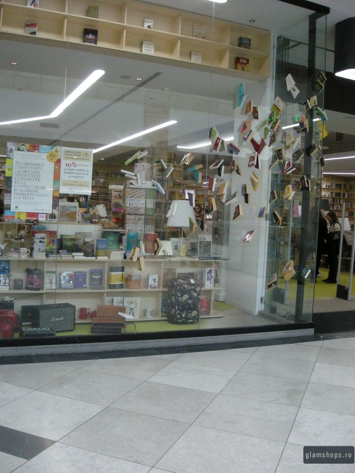Carturesti bookstore window in Afi Palace Cotroceni / Decor Vitrina magazin Carturesti