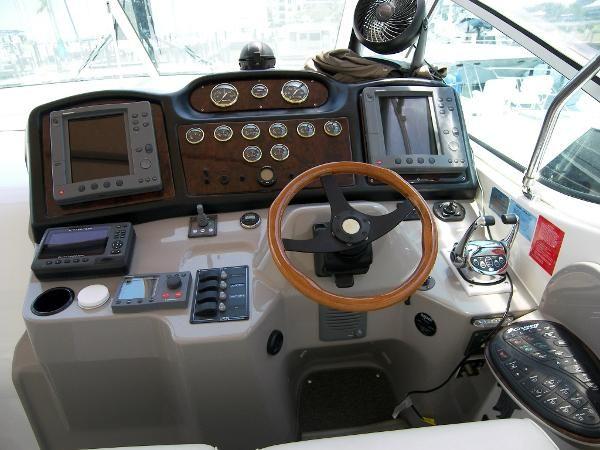 Used 2003 Cruisers Yachts 405 Express Motoryacht, Sarasota