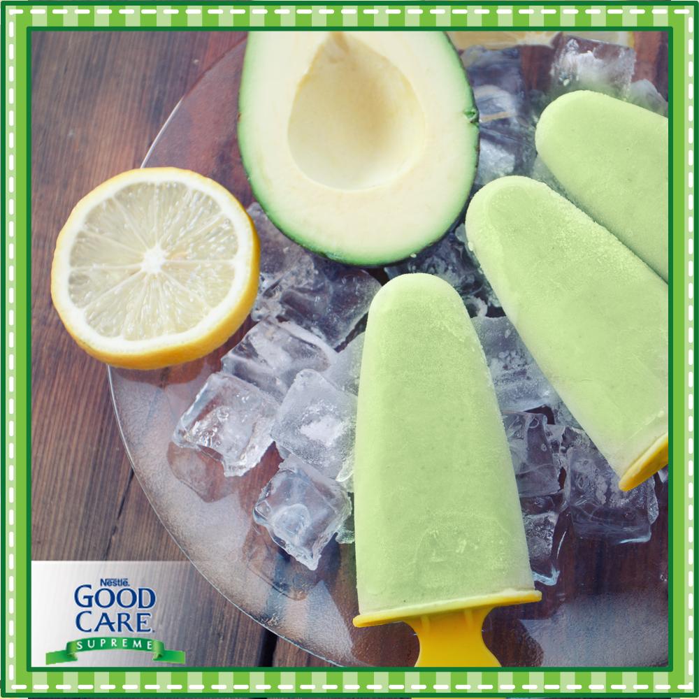Una forma fácil y divertida de darle de comer a tu pequeño es por medio de paletas heladas. No sólo son fáciles de sostener para tu pequeño sino que también le ayudan en su dentición.