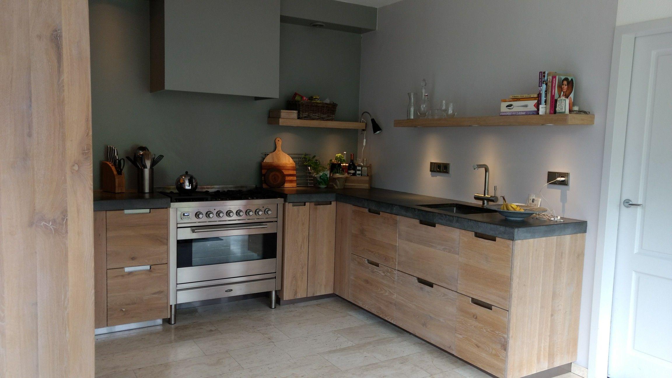 Beton Blad Keuken : Houten keuken met beton blad en boretti fornuis. heel blij mee