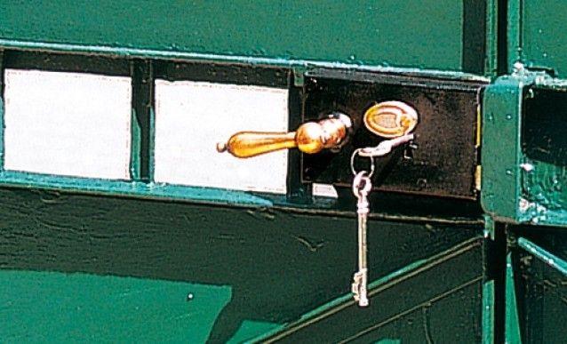Remplacer la serrure d\'un portail métallique | Serrure, Portail et ...