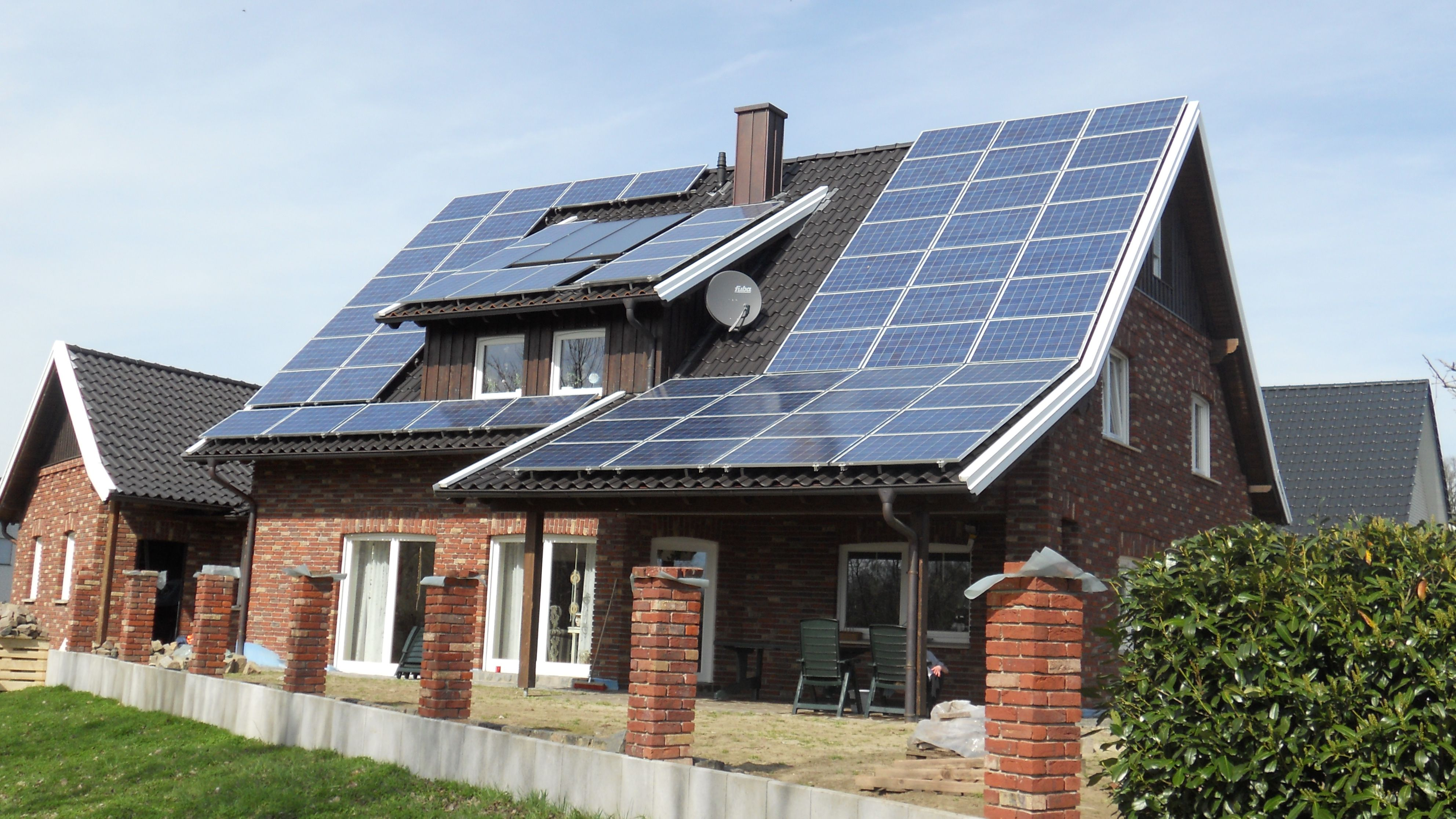 Modern Residential Rooftop Solar Panels Solar Panels Solar Solar Energy Facts