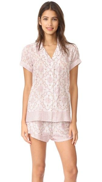 b777492ecc ¡Consigue este tipo de pijama básico de Bell ahora! Haz clic para ver los