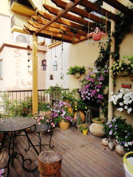 tante soluzioni per arredare un terrazzo o una veranda | Porch ...