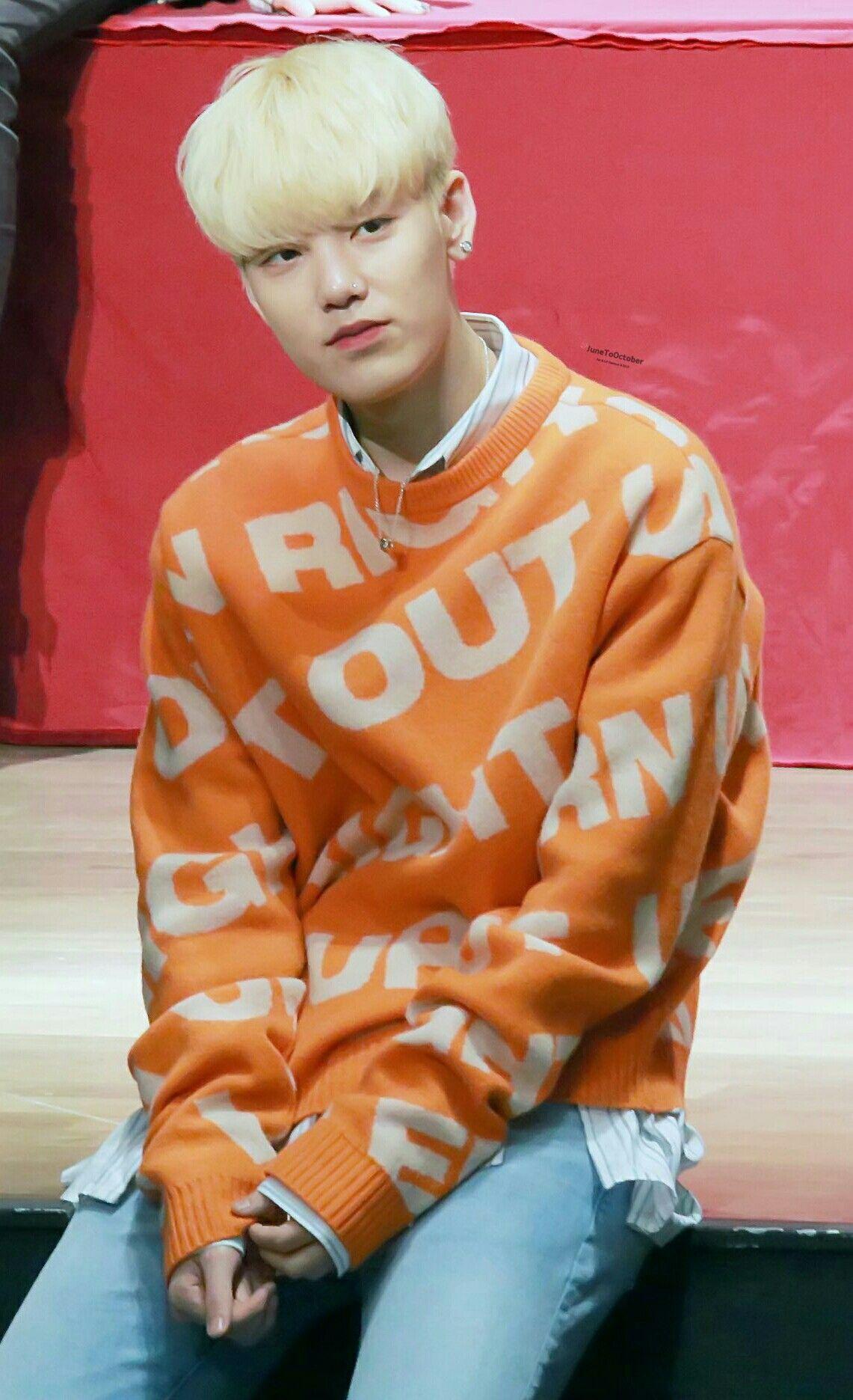 He looks like an orange marshmallow. He is forever a giant baby #Zelo #Choijunhong #BAP #Kpop #orangeshirt #blonde #giantbaby #maknae #cute #marshmallow #suwon #fansign #171230 #seoul #ego #handsup #album #8thsingle #prettyboy #handsomeboy #model #handsome #stillgrowing