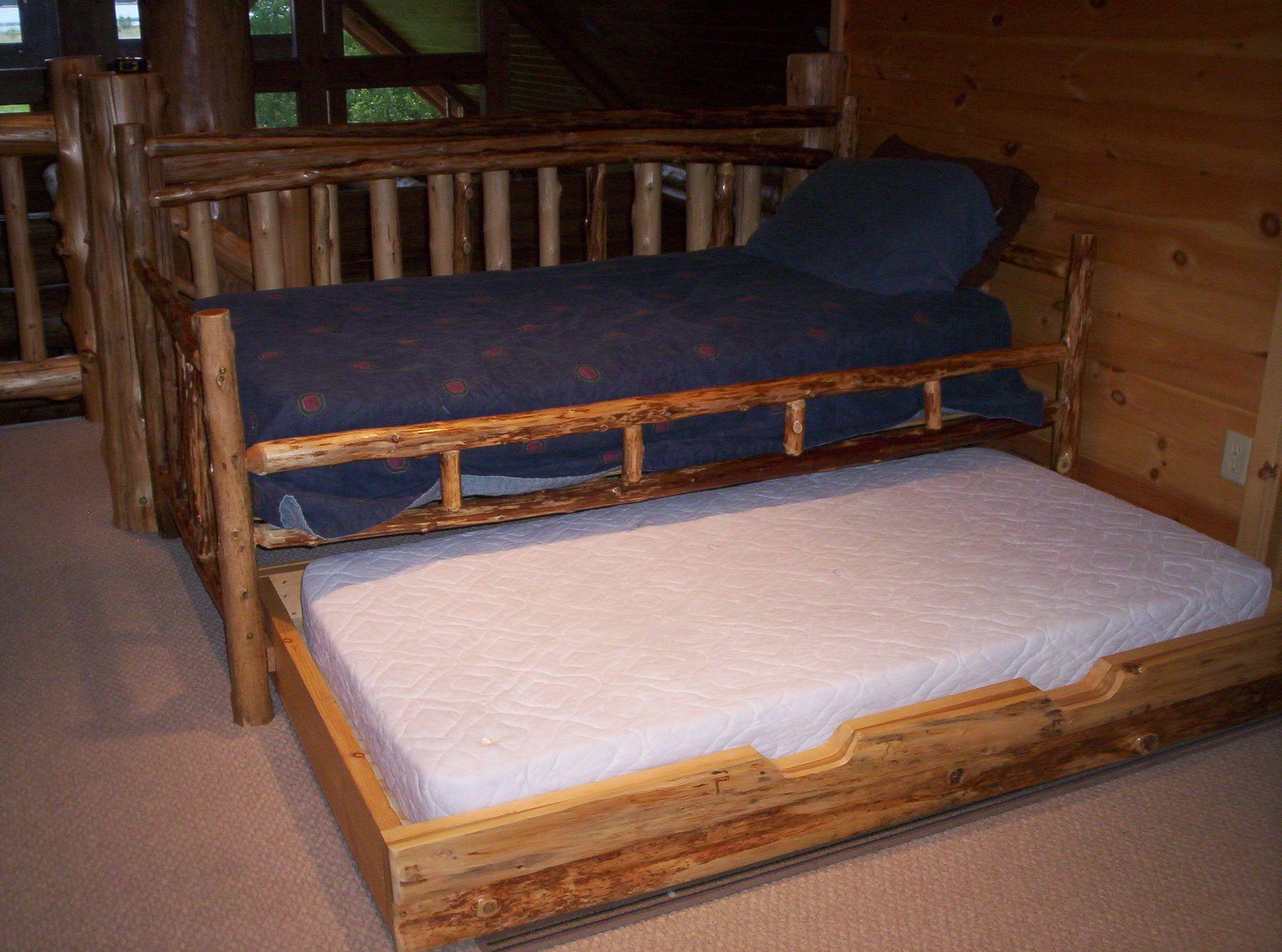 Die besten 25 trundle tagesbett ideen auf pinterest for Schlafcouch mit bettkasten 160x200