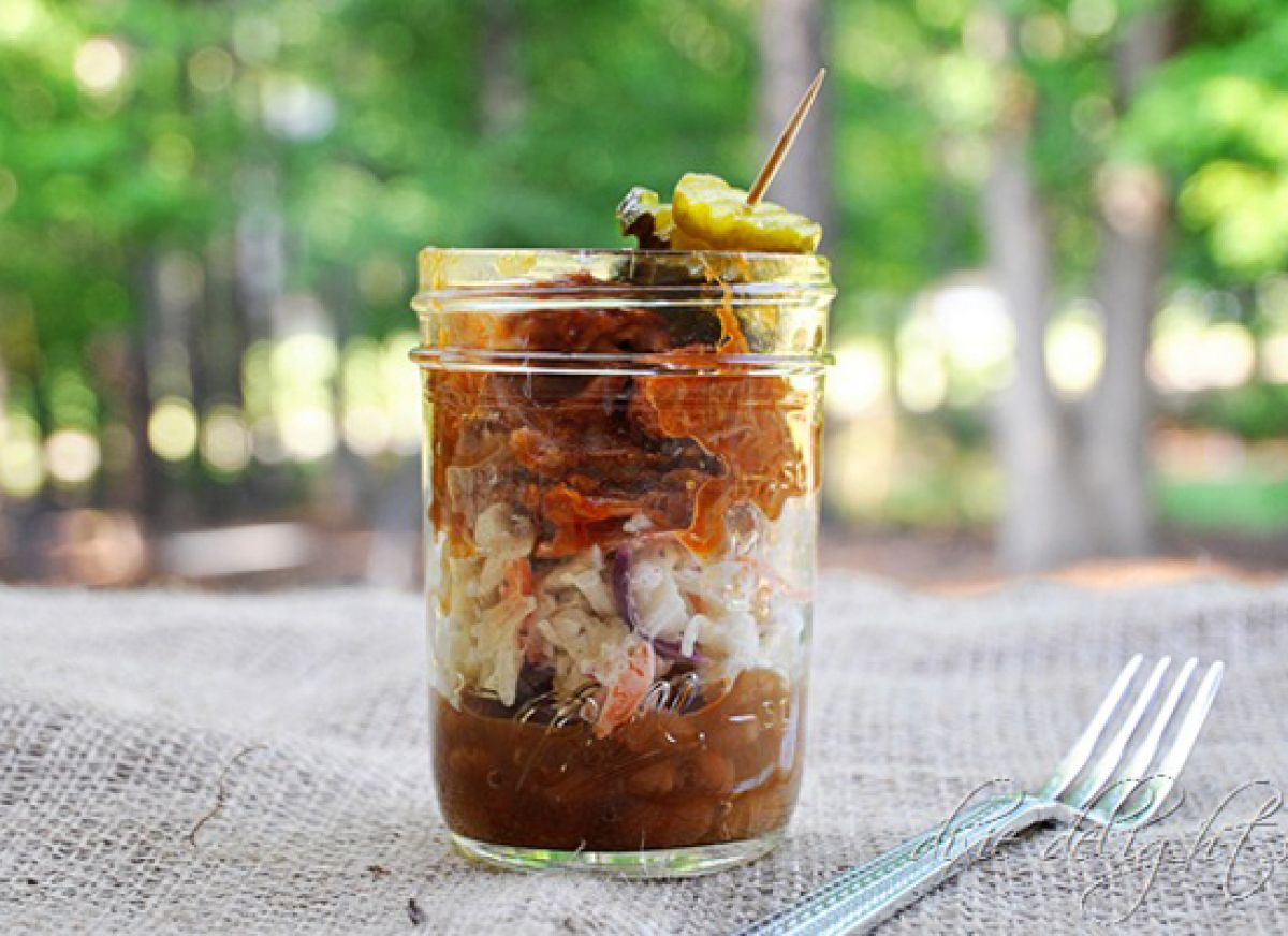 Mason Jar BBQ Supper Here's how to pull it off – this will serve 12 in the small size mason jars:  - 2 cans baked beans  - 1 recipe of my easy slaw  - 1 recipe of my hands down never had better crock pot BBQ  - jar of bread and butter pickles  - Layer beans, slaw, bbq and then top with a pickle garnish.  - Swoon from Southern goodness