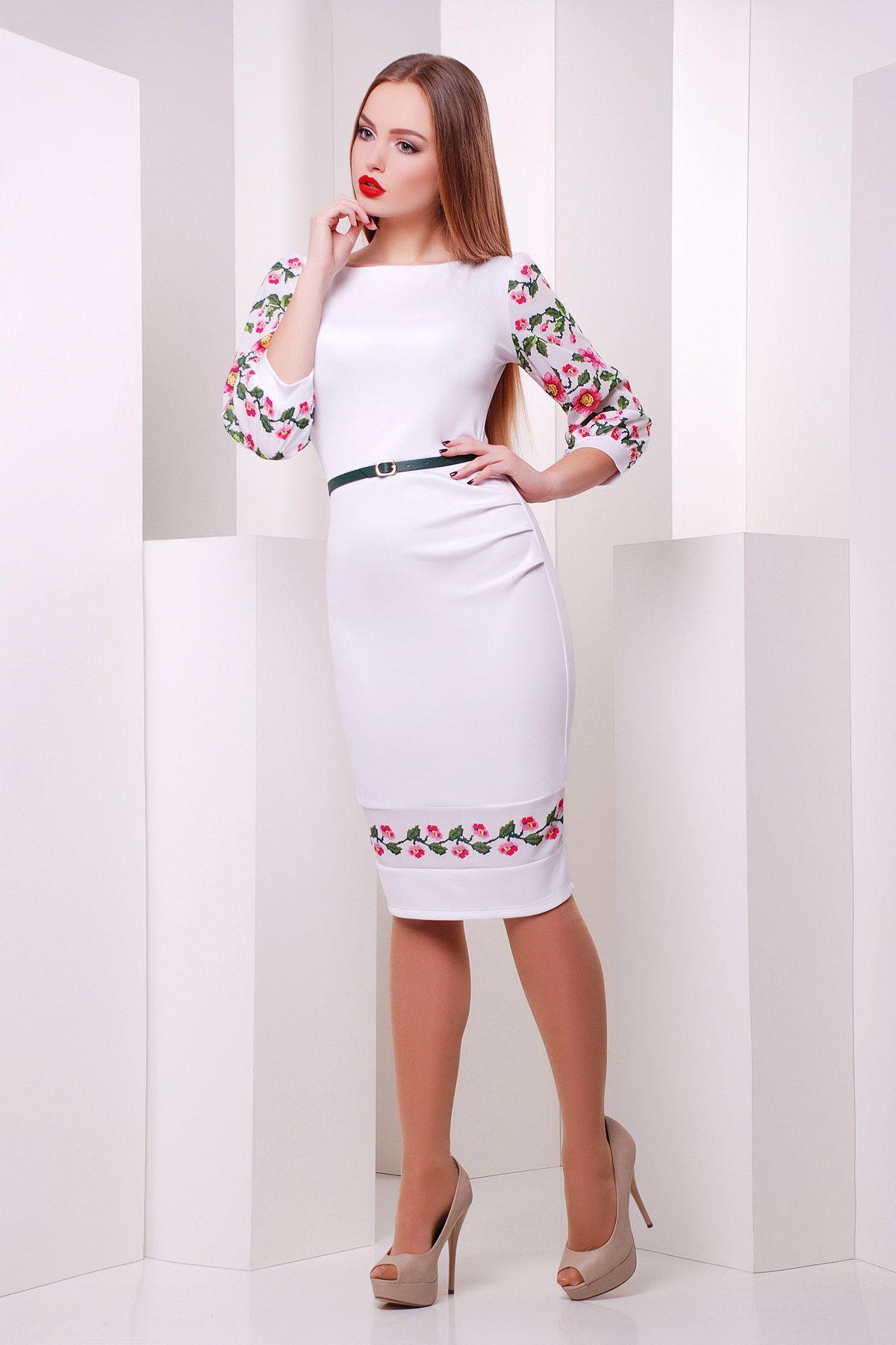 Белое платье с вышивкой цветы