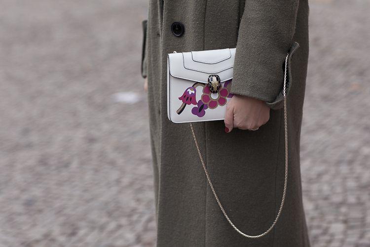 Berlin Fashion Week Look: EDITED the label Mantel + Bulgari Serpenti Bag + Reken Maar Pulloverkleid