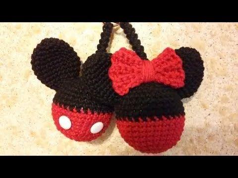 Quer aprender a fazer um chaveiro do Mickey e da Minnie de amigurumi  Aqui  tem um passo a passo em vídeo que irá lhe ajudar com essa receita fácil! 2e1bd45994b
