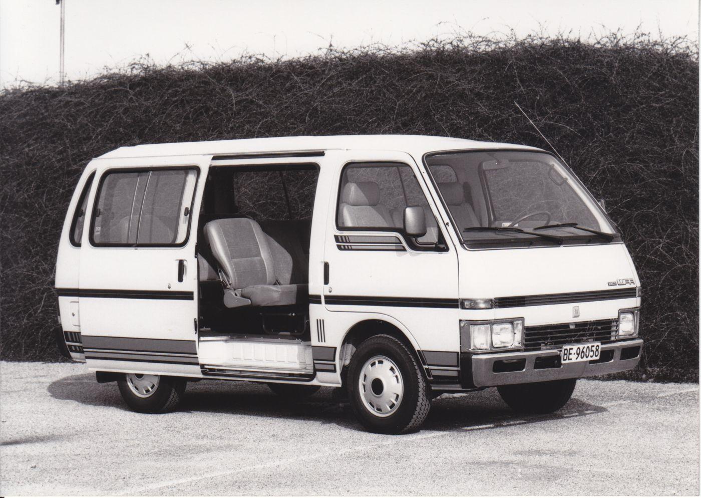 Isuzu Passenger Van Wfr Van Car Manufacturers Press Photo