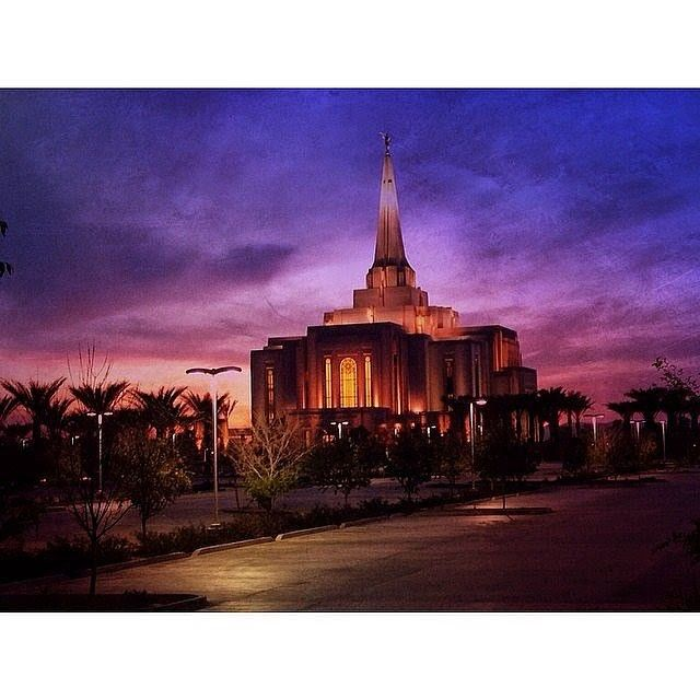 There's a reason why temples make such good artwork! To see temple artwork (and more) by Chad Hawkins, check out the link in bio! You might find something perfect for your home. #chadhawkins #mormon #lds #ldsart #ldstemples #templeart #ldsartwork http://www.chadhawkinsartwork.com
