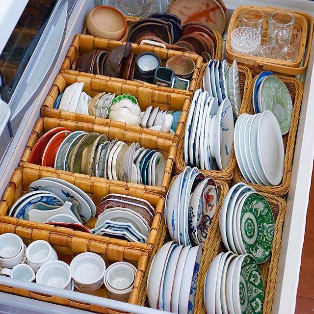 S Media Cache Ak0 Pinimg Com Originals 47 D3 E2 47d3e2b2a97e552f120d702d0e40deb5 Jpg 食器 収納 引き出し インテリア 収納 お皿 収納