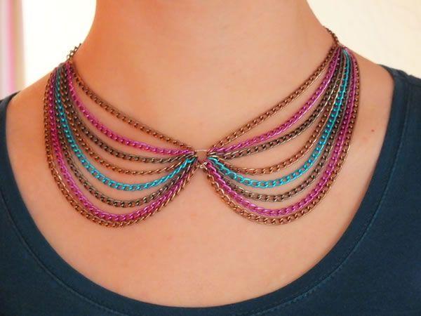 Colgante con cadenas de colores paso a paso para lucir en cualquier ocasión.