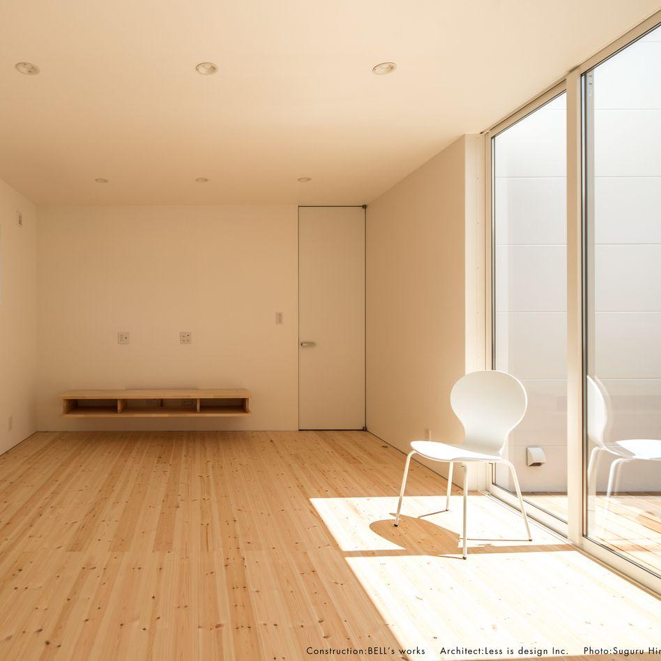 Simple Is On Instagram 天井の高さとドア 窓の高さを同じにすることで 無駄な部材を使わず すっきりとした印象になります 造作tvボードもシンプルなデザイン 色合いがおうちの雰囲気に合っています 造作 シンプルデザイン デザイン