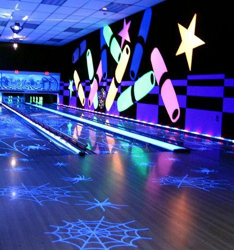 UV Light Bowling Interior Http://acmelight.eu/