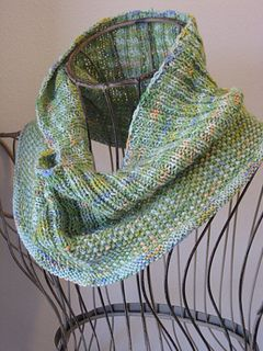 Water Lilies Cowl by Gretchen Tracy - free