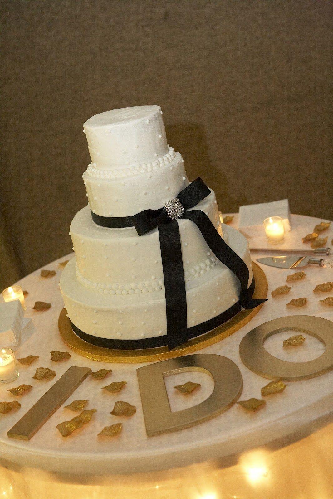 Realbrides Wedding Cake Table Decorating Ideas Cake Table Decorations Wedding Cake Table Wedding Cake Table Decorations