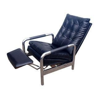 Sit in style with this awesome recliner lounge chair designed by Milo Baughman for Thayer Coggin. It's in great vintage condition with minimal wear and just a few scuffs on the corners of the back, perhaps from hitting a wall. The black vinyl is in great shape as well as the chrome - it even has the original arm cover tubes.